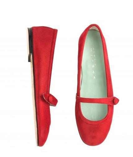 Lola in red. So elegant. So comfortable.