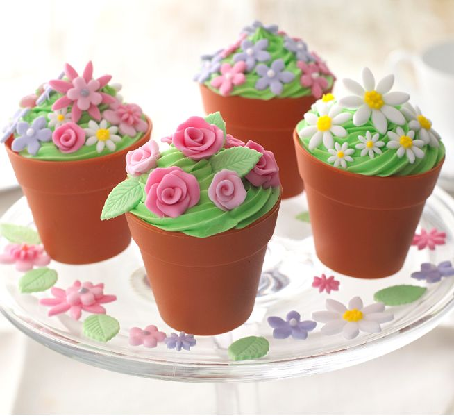 Spring flowerpot cupcakes. Pretty Mother's Day Inspiration! Pot cases to buy