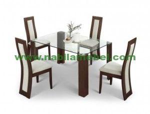 Meja Makan Minimalis Modern kami produksi dengan bahan baku kayu jati berkualitas yang diproduksi oleh pengrajin jepara berpengalaman.