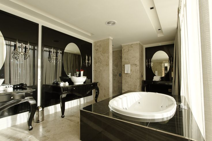 A new level of sophistication and unparalleled luxury living right in Cape Town's cosmopolitan city center. #Luxury #Penthouse #Bathroom Book your holiday with us on 0860 119 119