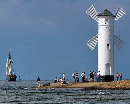 Swinoujscie Poland is one of the major leading seaports on the Baltic Sea along with being a hot tourist spot with their health resort. Swinoujscie is home entirely on 44 islands.