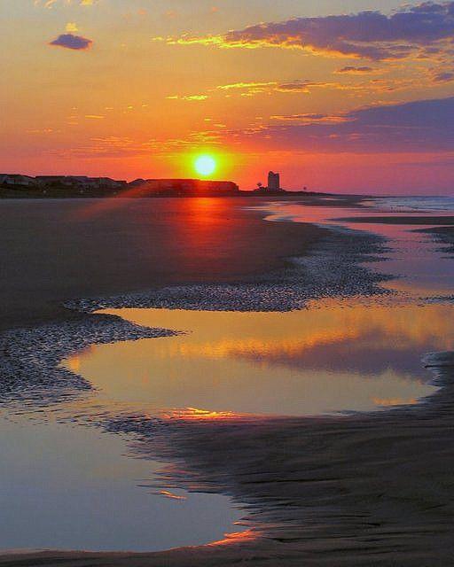 Sunrise at Sunset Beach, North Carolina, USA (by OSU.MD on Flickr)                                                                                                                                                                                 Mais