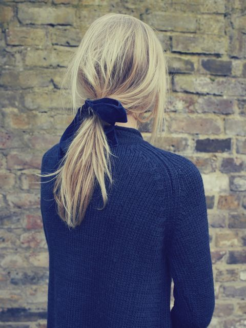 loose pony tail with velvet ribbon