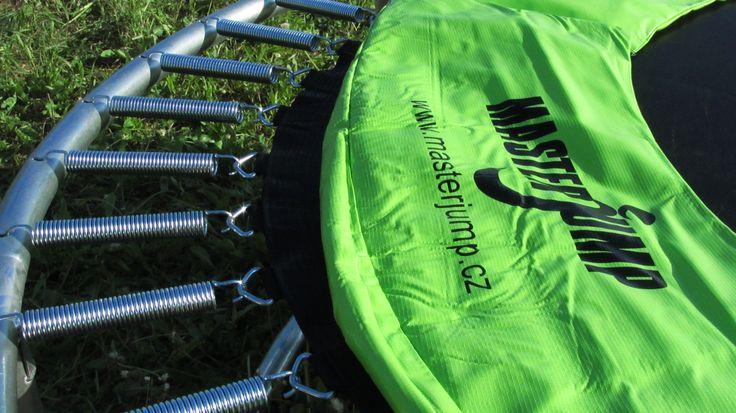úžasná trampolína. Kupte zde http://www.nejlevnejsisport.cz/trampoliny-t-21.html