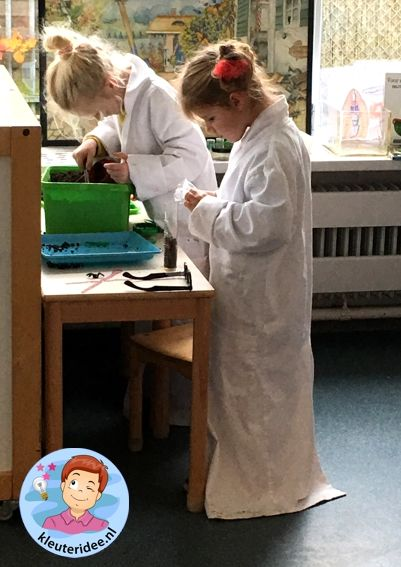 laboratorium van dieren onder de grond, kleuteridee.nl, Kindergarten laboratory for animals under the ground 6