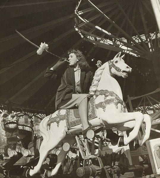 Les artistes des fêtes foraines, 1953 by Robert Doisneau