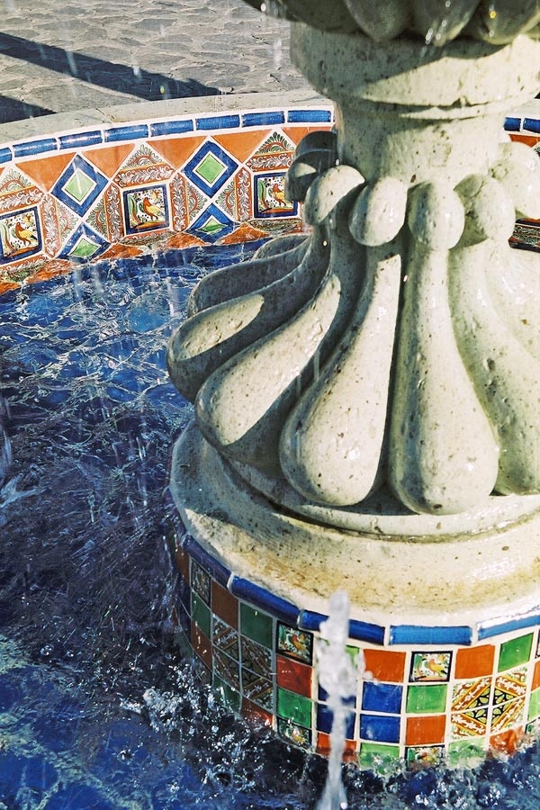 Fountain detail using mexican tiles by kristiblackdesigns for Mexican style outdoor fountains
