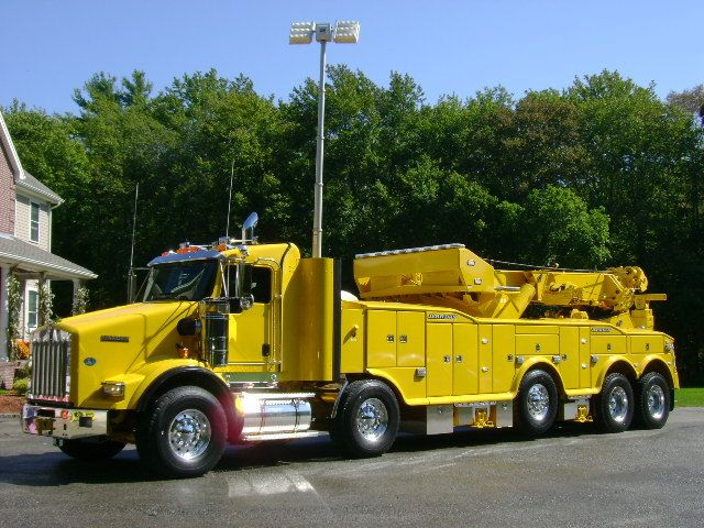 Twin steering axle huge wrecker. The yellow hornet is on its way. www.batsbirdsyard.com = Bat Houses.