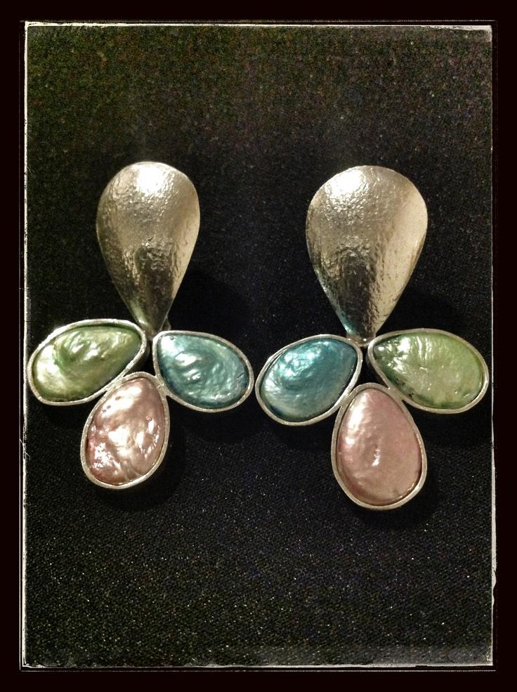 Silver and pearls earrings. Handmade by Johanna Restrepo