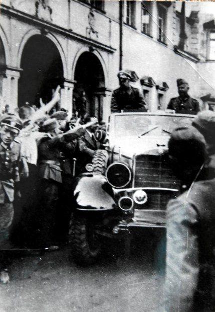Zdjęcie numer 8 w galerii - Ale historia. Hitler u swoich żołnierzy w Kielcach [ZOBACZ ZDJĘCIA Z WRZEŚNIA 1939 ROKU]
