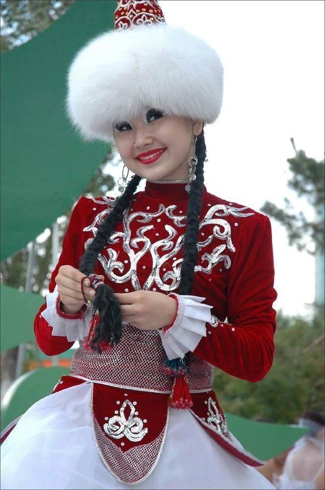 кыргызка снимает одежды фото время создать праздничную