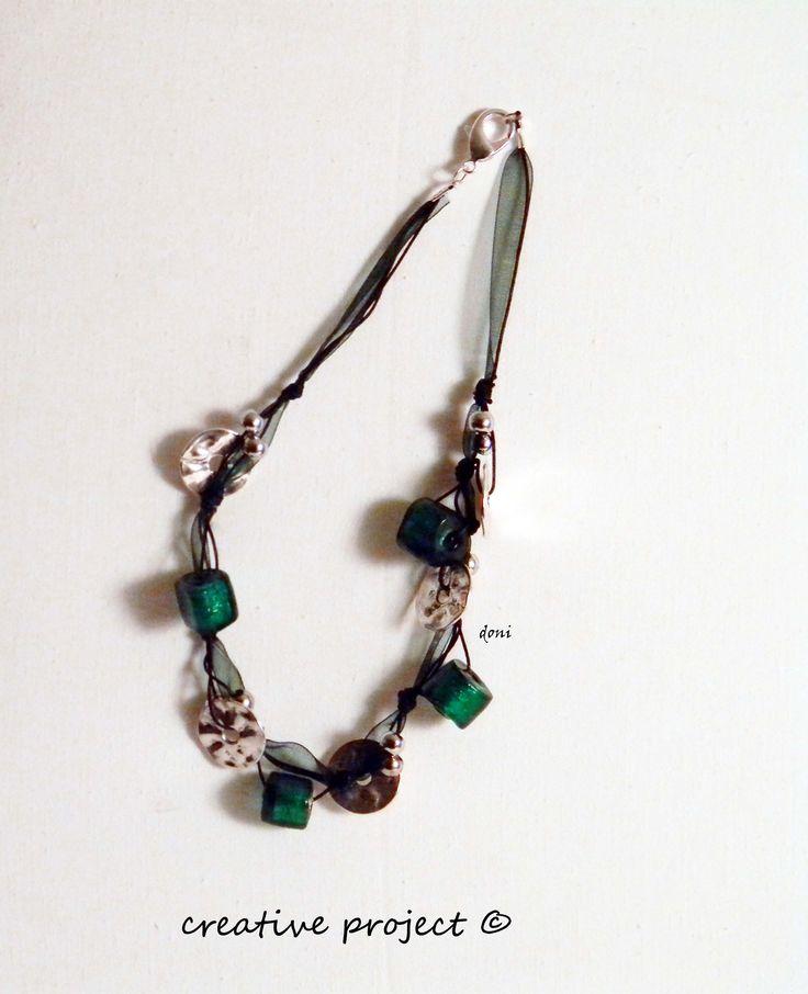 collana con organza verde e argento