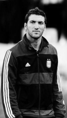 Gonzalo Higuain rockin' his Argentinian pride!