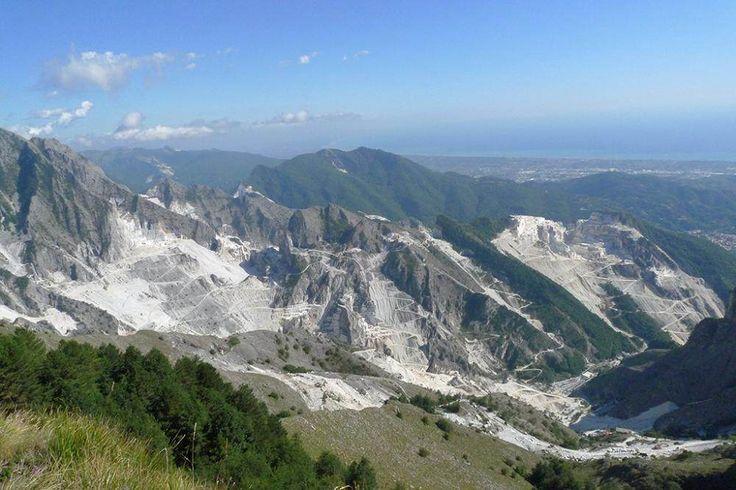 Ceci n'est pas une montagne enneigée, mais une carrière. - SCMB Images