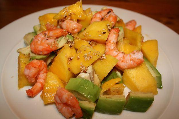 Ricetta dell'insalata hawaiana con avocado e gamberetti