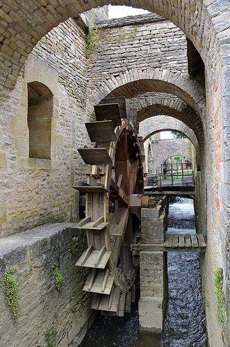 Fondées par Buffon en 1768, les forges de Buffon se trouvent à Buffon (Côte-d'Or), à environ trois kilomètres au nord-ouest de la ville de Montbard, au bord de l'Armançon et à proximité du canal de Bourgogne.