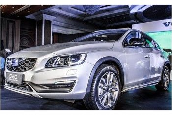 The #Volvo S60 Cross Country is a unique offering that combines the #luxury of a sedan with the ruggedness of an SUV. For more details visit https://www.keralaonroad.com/new-car/956/VOLVO-S60-Cr