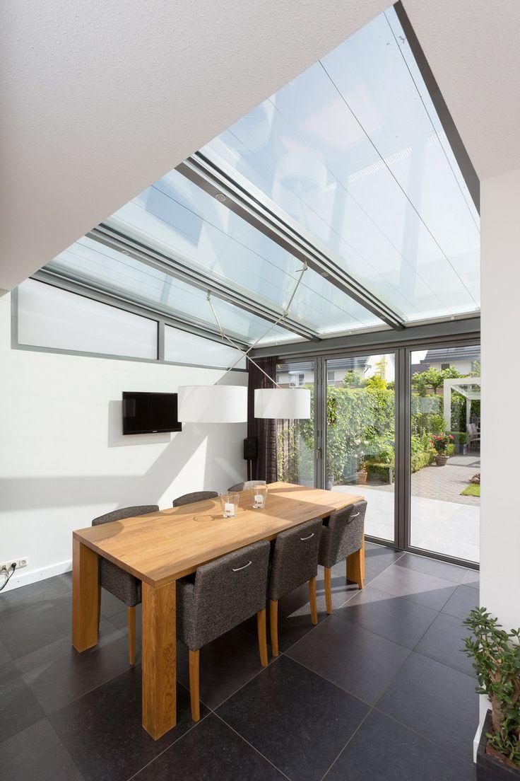 Serre aanbouw met glazen #vouwwanden van #Solarlux voor een maximale opening naar het terras en de tuin. www.busscher-serres.nl