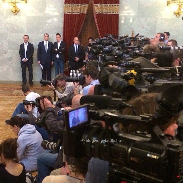 #work #press #presspass #media #politics #pressconference #mylife #voks14 #budapest #mik #mik_budapest #werk #camera #cameraman #photographers #photographer