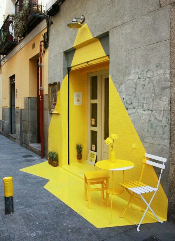 Street Art : such a cute, innovative entrance for this shop!!! The power of color!