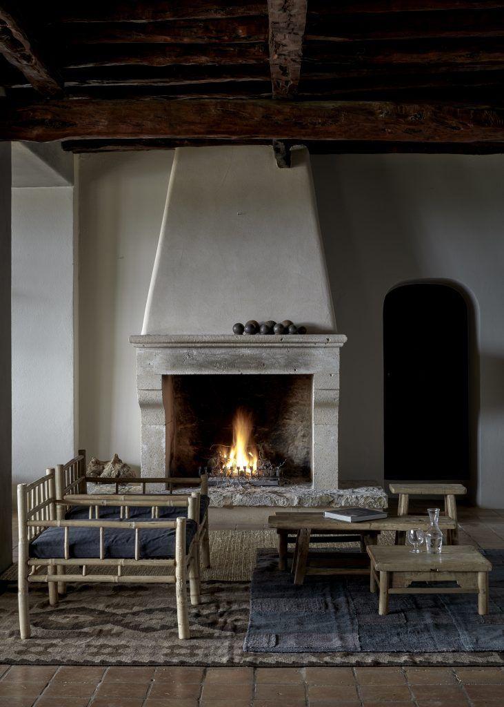 Best 25+ Stucco fireplace ideas on Pinterest   Concrete fireplace ...