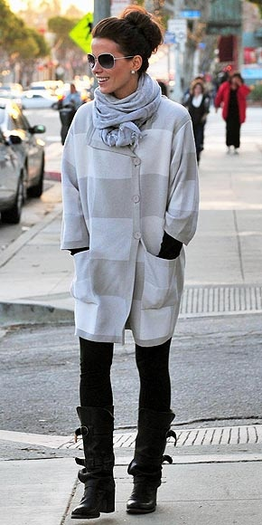 Warm & comfy: Kate Beckins 23 Jpg 290 580, Katebeckinsale23Jpg 290580, Styles Tips, Black Boots, Beckins Styles, Winter Styles, Beckinsale White, Kate Beckinsale 23 Jpg, Sweaters Scarfs