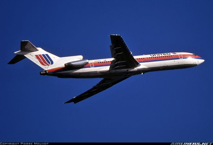 United Airlines Boeing 727-222 N7645U climbing away from Geneva-Cointrin, August 1993. (Photo: Pierre Mouhot)