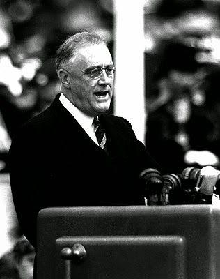 Transcrição do discurso de Franklin Roosevelt, através do qual declara guerra ao Japão, em 1941. http://discursostranscritos.blogspot.com/