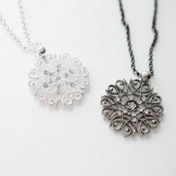 Bohemia Girl's Hollow Flower Pendant Necklaces   (ONE PIECE)