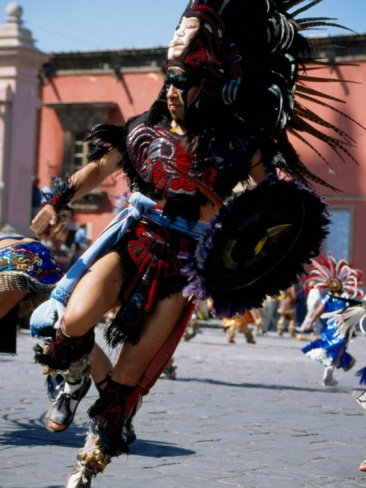 Aztec dance festivals in the jardin are not unusual in San Miguel de Allende.