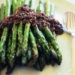 Grilled asparagus with anchovies & lemon