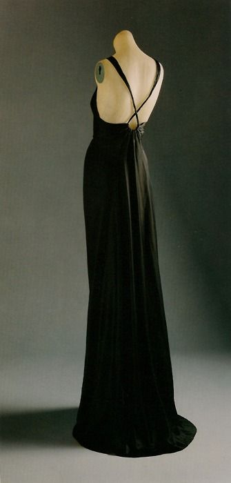 1936 evening gown by Madeleine Vionnet. Beautiful back. Love the straps narrowing
