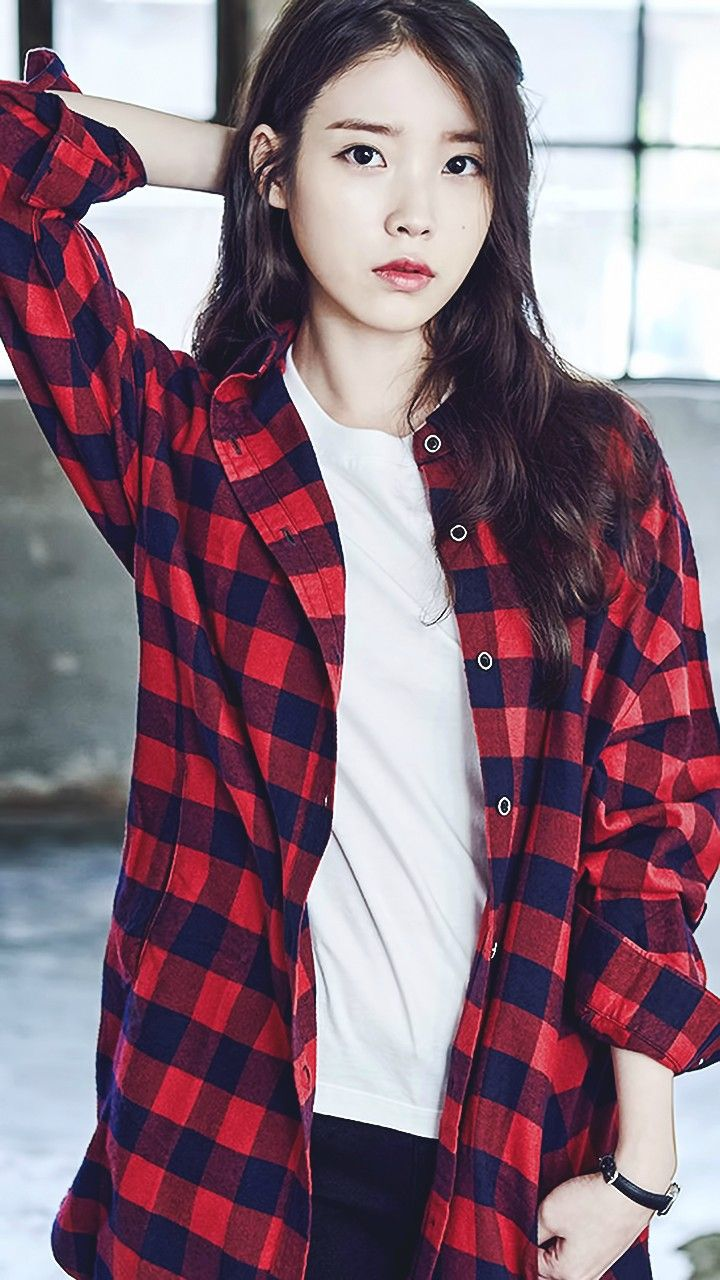 Red plaid button up w/ white T (IU)
