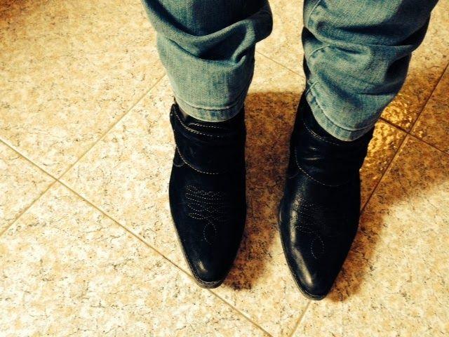 Paola della redazione di Stiletico nei suoi cowboy boots - mod. Lonerider - by Blowfish.