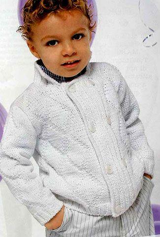 Описание и схема вязания спицами теплого жакета для мальчика 3 (5) лет. Есть выкройка.