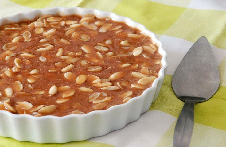 Fantastisk mandeltærte (Toscakage) med karamel og mazarin. Lækker tærte som dem, man får på café. (Recipe in Danish)