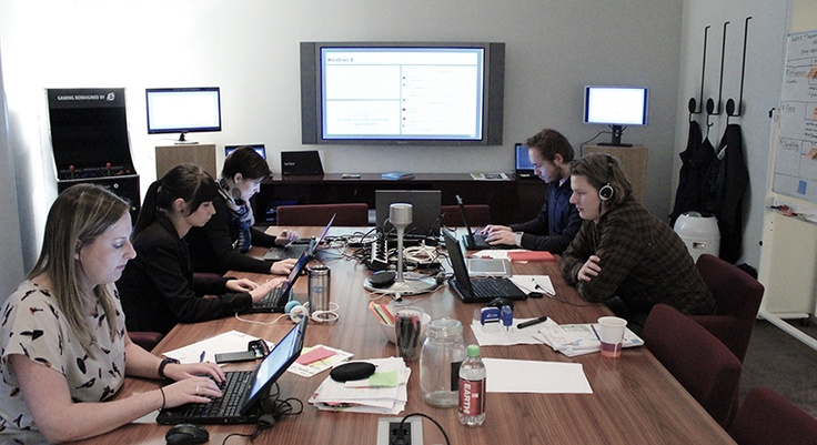 """#WINDOWS 8 – In de eerste week stage was SUE bezig met een pitch van Microsoft voor de lancering van Windows 8. De briefing was: """"Zorg ervoor dat mensen positief gaan praten over Windows 8. SUE won deze pitch met het voorstel een lean campagne te ontwikkelen, waarbij je veel kleine campagnes maakt i.p.v. één grote. Veel testen, prototypen, proberen, slagen, mislukken, succesjes boeken en daar op voortbouwen. Microsoft moest een conversation company worden."""