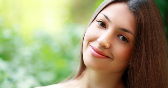 Comment avoir un teint frais en 5 minutes ? : http://www.fourchette-et-bikini.fr/beaute/comment-avoir-un-teint-frais-en-5-minutes-29391.html