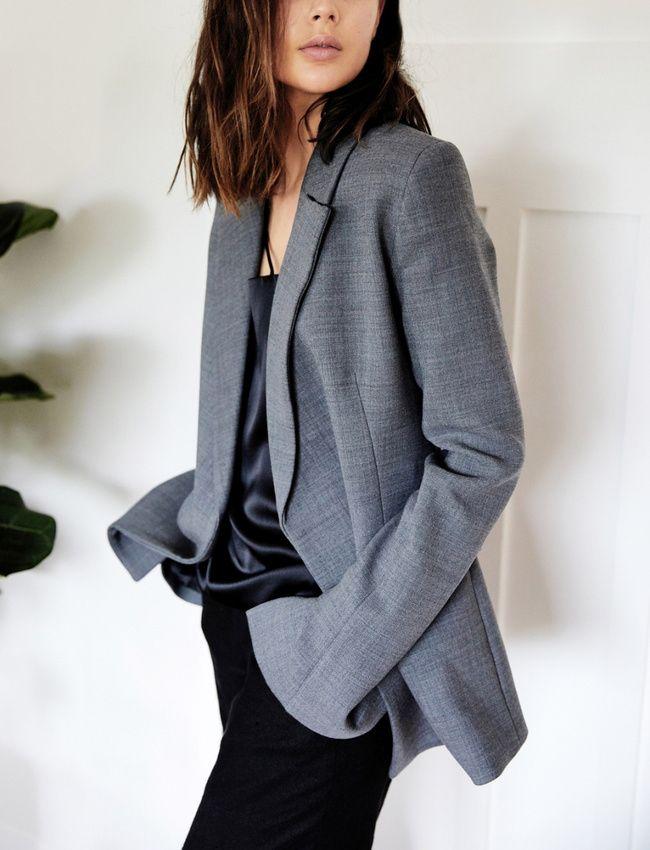 Entre gris classique et manches trop longues, ce blazer a tout bon ! (photo Harper and Harley)