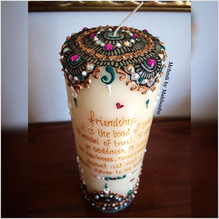 Large pillar candle for a friend.. These make the cutest gifts 💕🌸 #mehndi #henna #7na #7enna #HennaCandles #design #details #deco #gift #personalised #inspire #instahenna #instamehndi #MehndiByMahbooba #HennaArtistryByMahbooba