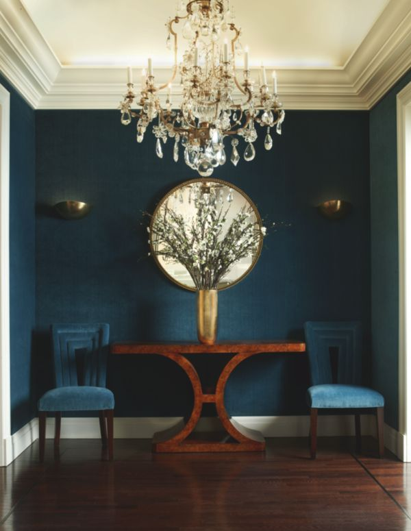 rich sapphire hues paired with a tigers eye table + glam chandelier - chic to a T.