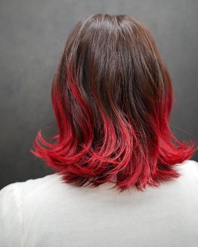 WEBSTA @ nil_miki - 誰がなんと言おうと赤!RED!!でごさいます♡この髪色でお客様のこの日の服装がシンプルな感じやったので、すごく格好良かったです♡..#nil #hair #haircolors #haircorner #hairstyle #higlight #ombrehair #ombre #design #ハイライト #グラデーション #ヘアカラー #カラー #アッシュ #グレー #ベージュ #アッシュベージュ #ハイトーン #ブリーチ #外国人風 #外国人風カラー #ニル #南船場 #心斎橋 #大阪 #美容室 #美容師 #赤 #マニックパニック #vivit