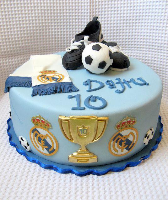este cake es perfecto es hermoso y trata del mejor real madrid el mejor equipo