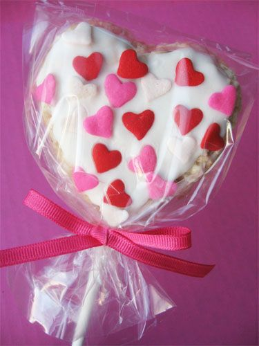 Heart Rice Krispie Pops #skiptomylou #Valentine'sday