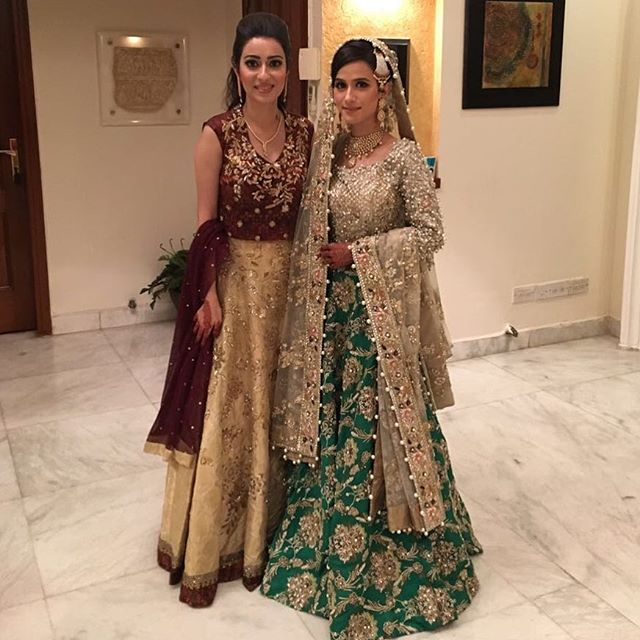 Beautiful bride #ManeshahKassim absolutely breathtaking in #Elan ❤️with her sister Natalia in #SaniaMaskatiya ✨last night at her mendhi😍😍😍✨ #bridalgoals #farishah @elanofficial @saniamaskatiya