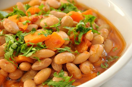 Zeytinyagli Barbunya (Pinto Beans With Olive Oil and Chilies) Recipe http://www.yemek-tarifi.info/english/recipe.php?recipeid=137