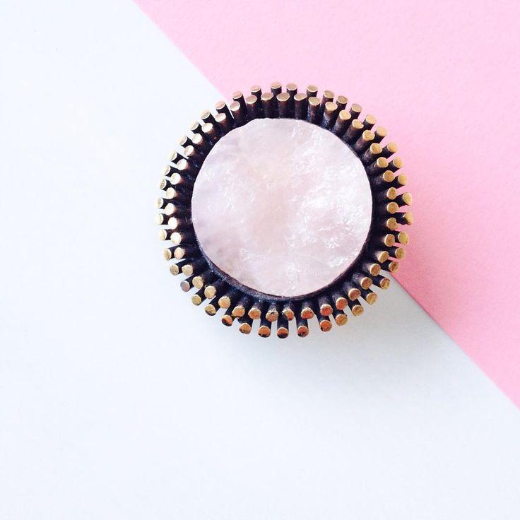 An handcrafted modernist Bronze brooch inlaid rose quartz by Reino Saastamoinen of Finland in the #70s #finnishdesign #finnishjewelry #jewelry #design #ReinoSaastamoinen #nordicjewelry #nordicstyle #fashionaccessories #scandinavianjewelry #rosequartz #bronzejewelry #broochhandmade #vintagejewelry #Finland #koru #suomalainen #modernjewelry #handmade