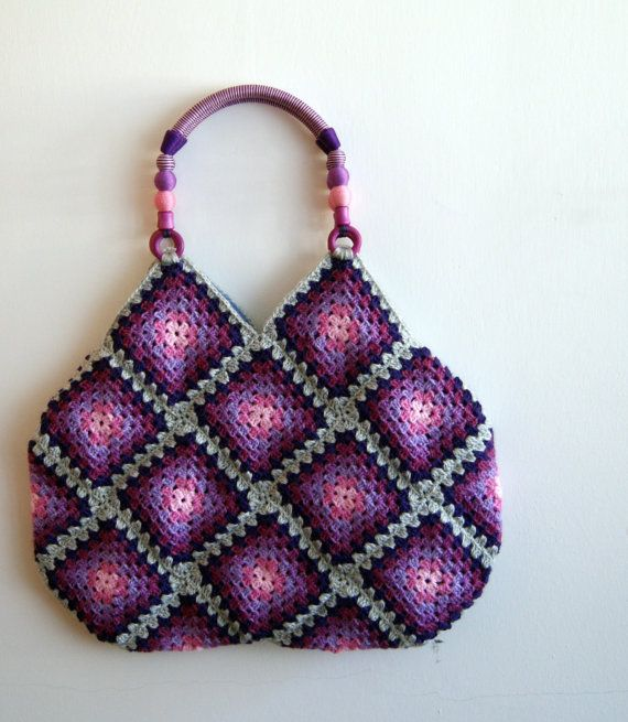 Another granny square bag from knittingcate on Etsy. If there were different handles on this one I'd really like it.