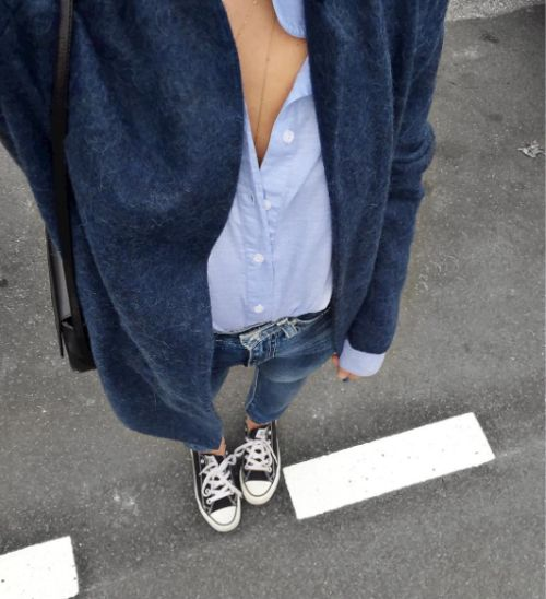 Casual fall outfit in blue. Blue jeans, button down, blue cardigan and Chucks.