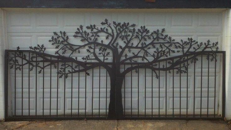 Cool original design for gate  http://jdrmetalart.files.wordpress.com/2011/12/2011-12-08_12-39-34_803-e1323549014161.jpg%3Fw%3D1000%26h%3D563